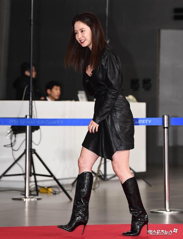 Thảm đỏ SBS Entertainment Awards 2019: Song Ji Hyo sexy khó cưỡng nhưng vẫn bị Somin lấn át, dàn tài tử bảnh bao đụng độ - Ảnh 1.
