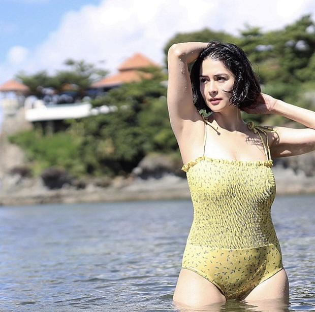 Hiếm lắm mỹ nhân đẹp nhất Philippines mới diện bikini khoe body bên bờ biển: Mẹ 2 con rồi mà vẫn hot quá! - Ảnh 1.