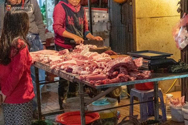 Cập nhật giá lợn - bò giữa tâm bão, nhiều bà nội trợ: Với giá lợn phi mã như vậy, mua thịt bò chắc ăn... sướng hơn - Ảnh 1.