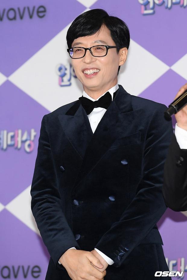 Thảm đỏ SBS Entertainment Awards 2019: Song Ji Hyo sexy khó cưỡng nhưng vẫn bị Somin lấn át, dàn tài tử bảnh bao đụng độ - Ảnh 9.