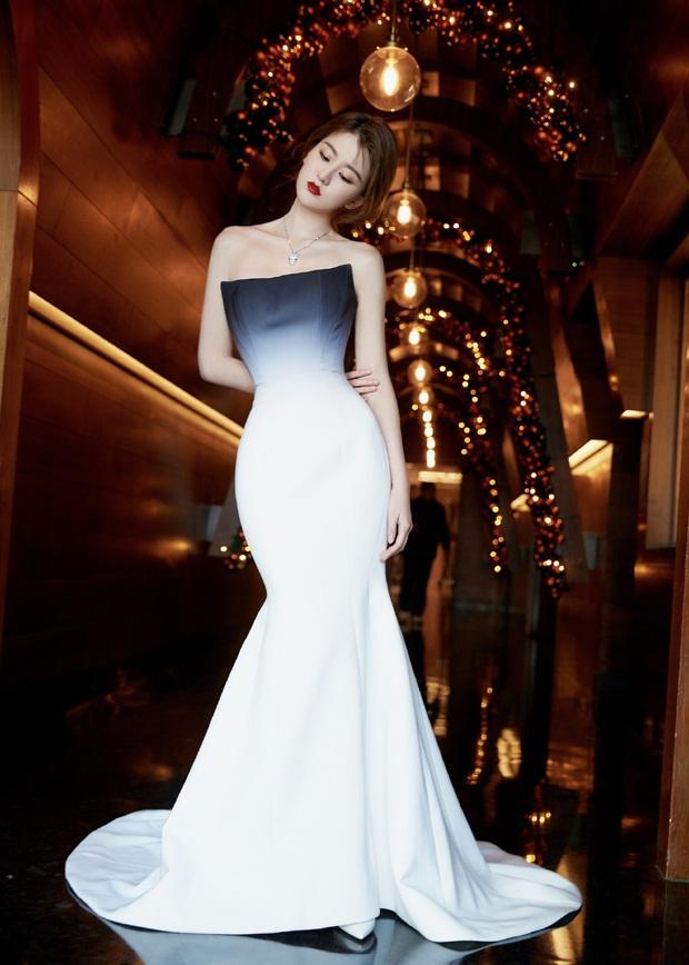 Không phải HyunA hay Cổ Lực Na Trát, bạn gái tin đồn của Dương Dương mới là mỹ nhân gây sốt với body quá hoàn mỹ - Ảnh 9.