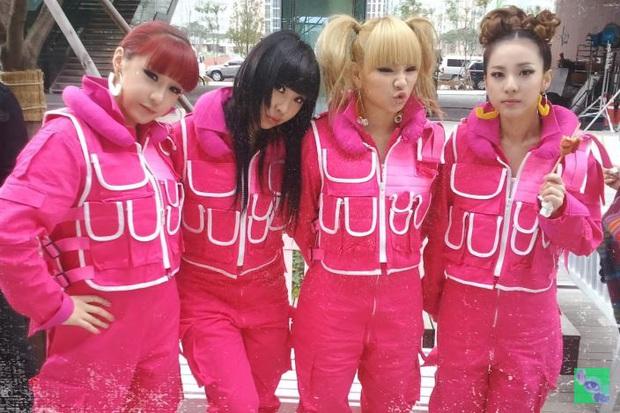 CL tung video teaser ngập tràn hình ảnh 2NE1, nhắc đến màn tan rã cách đây 3 năm khiến fan thổn thức - Ảnh 2.