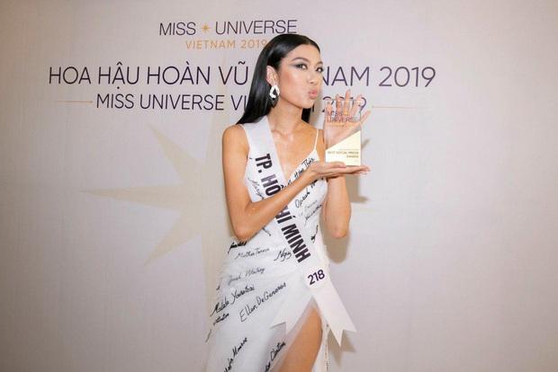 Thúy Vân chính thức giành giải thưởng phụ thí sinh được yêu thích nhất trên mạng xã hội tại Hoa hậu Hoàn vũ Việt Nam 2019 - Ảnh 2.