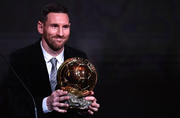 Cười đau bụng với màn cà khịa Cristiano Ronaldo đến từ trung vệ hay nhất thế giới ngay trước lễ trao giải Quả bóng Vàng 2019 - Ảnh 2.