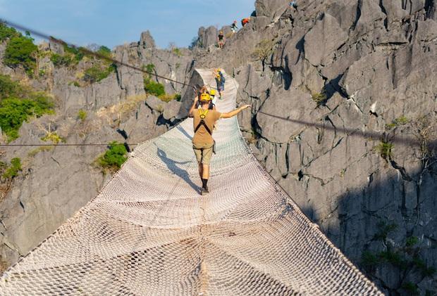 Không thèm chơi cầu kính, ở Lào có hẳn trải nghiệm đi trên lưới qua vực thẳm thách thức các tín đồ ưa mạo hiểm - Ảnh 1.