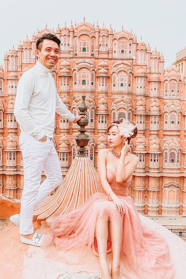 Lên đồ đi du lịch như nhà đại gia Minh Nhựa - Mina Phạm: Vợ thay 7749 bộ, chồng chỉ copy & paste nguyên một style - Ảnh 3.