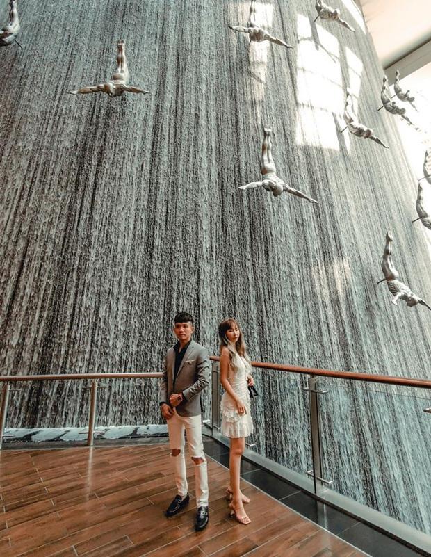 Lên đồ đi du lịch như nhà đại gia Minh Nhựa - Mina Phạm: Vợ thay 7749 bộ, chồng chỉ copy & paste nguyên một style - Ảnh 8.