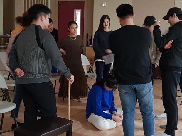 Học muội của Park Bo Gum: Chưa vào học ở Hàn, các bạn và tiền bối đã biết mặt đặt tên mình, điều đó rất bất tiện - Ảnh 3.