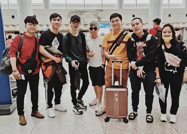 Thầy Giáo Ba, ViruSs cùng phái đoàn Việt Nam lên đường dự All-Stars 2019: giáo sư, nhạc sĩ, thần rừng đủ cả! - Ảnh 1.