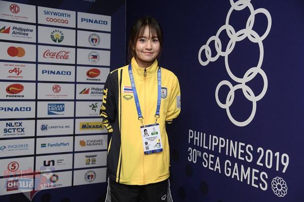 Đại chiến nhan sắc chẳng kém hot girl của những cô nàng bác sĩ trị liệu Việt Nam - Thái Lan tại SEA Games 2019 - Ảnh 2.