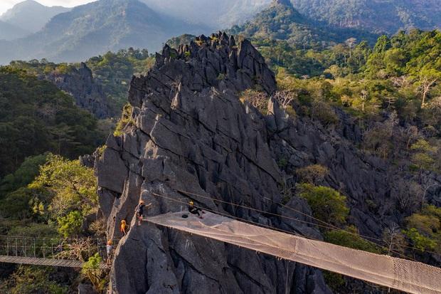 Không thèm chơi cầu kính, ở Lào có hẳn trải nghiệm đi trên lưới qua vực thẳm thách thức các tín đồ ưa mạo hiểm - Ảnh 7.