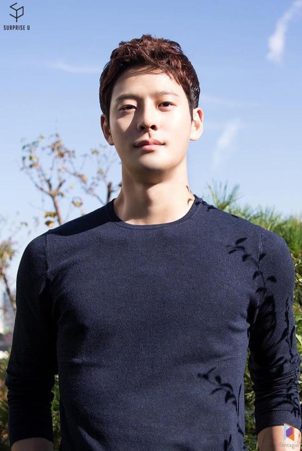 Đại diện Fantagio tiết lộ thông tin người phát hiện thi thể, đám tang của diễn viên tân binh Cha In Ha - Ảnh 1.