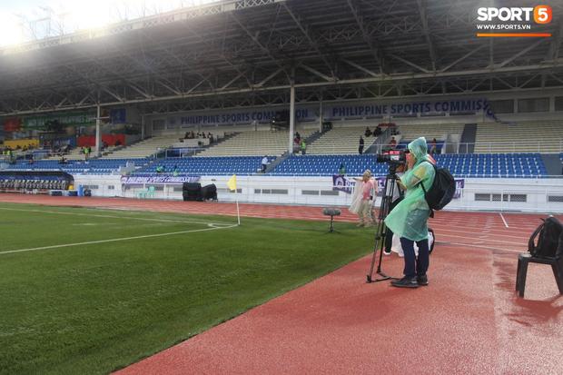 U22 Thái Lan 2-0 U22 Lào: Thần đồng tỏa sáng đúng lúc, U22 Thái Lan đánh bại Lào đầy kịch tính trên sân đấu ngập úng - Ảnh 16.