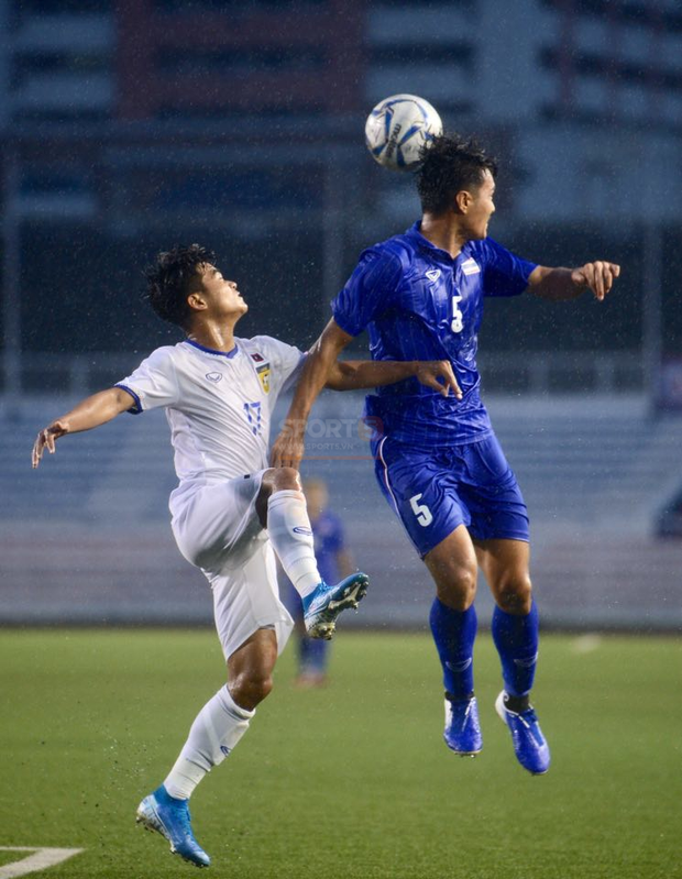 U22 Thái Lan 2-0 U22 Lào: Thần đồng tỏa sáng đúng lúc, U22 Thái Lan đánh bại Lào đầy kịch tính trên sân đấu ngập úng - Ảnh 11.