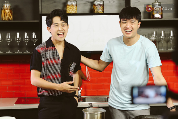 Quốc Trường vừa nấu ăn vừa hồn nhiên đòi cưới Bảo Thanh lẫn Bảo Anh khiến MC cũng té ngửa - Ảnh 3.