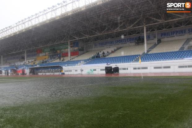 Không hoãn trận U22 Việt Nam đấu U22 Singapore dù trời mưa lớn do cơn bão Kammuri - Ảnh 1.
