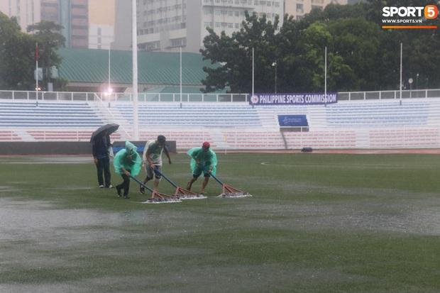 Không hoãn trận U22 Việt Nam đấu U22 Singapore dù trời mưa lớn do cơn bão Kammuri - Ảnh 6.