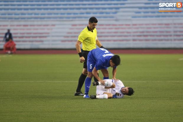 U22 Thái Lan 2-0 U22 Lào: Thần đồng tỏa sáng đúng lúc, U22 Thái Lan đánh bại Lào đầy kịch tính trên sân đấu ngập úng - Ảnh 13.