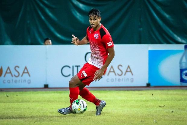 Tìm ra info cầu thủ Singapore va chạm khiến Quang Hải đau đớn rời sân sớm: Chiều cao khủng hơn cả Văn Hậu, có bố là HLV trưởng của đội - Ảnh 5.