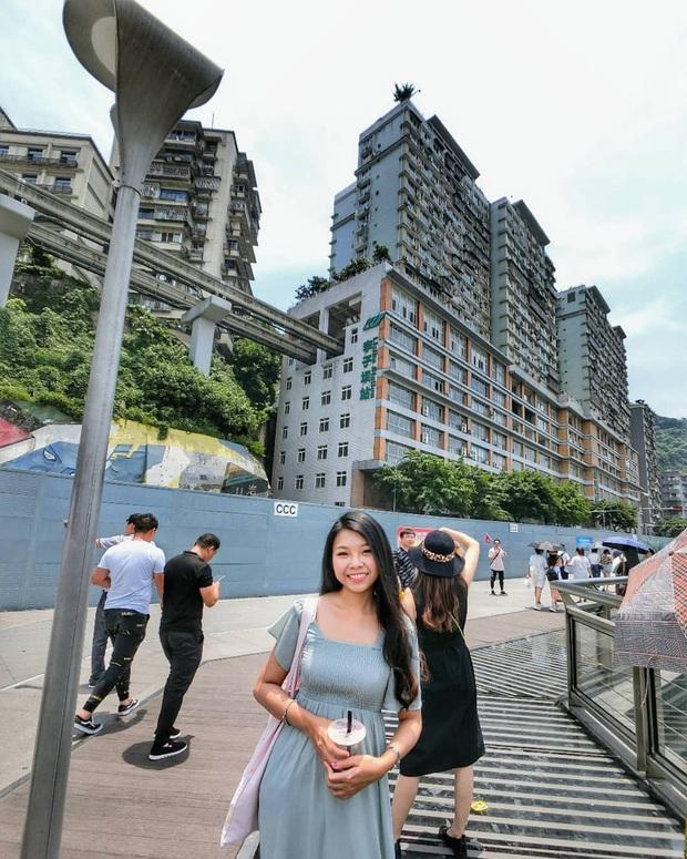 Ga tàu điện chạy xuyên qua chung cư độc nhất thế giới ở Trung Quốc, khách du lịch hôm nào cũng kéo đến check-in nườm nượp - Ảnh 18.