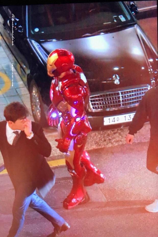 2 idol cuồng phim siêu anh hùng nhất Kpop: Chanyeol (EXO) hớn hở gặp Deadpool, Jungkook (BTS) sụt sùi vì Iron Man bay màu - Ảnh 14.