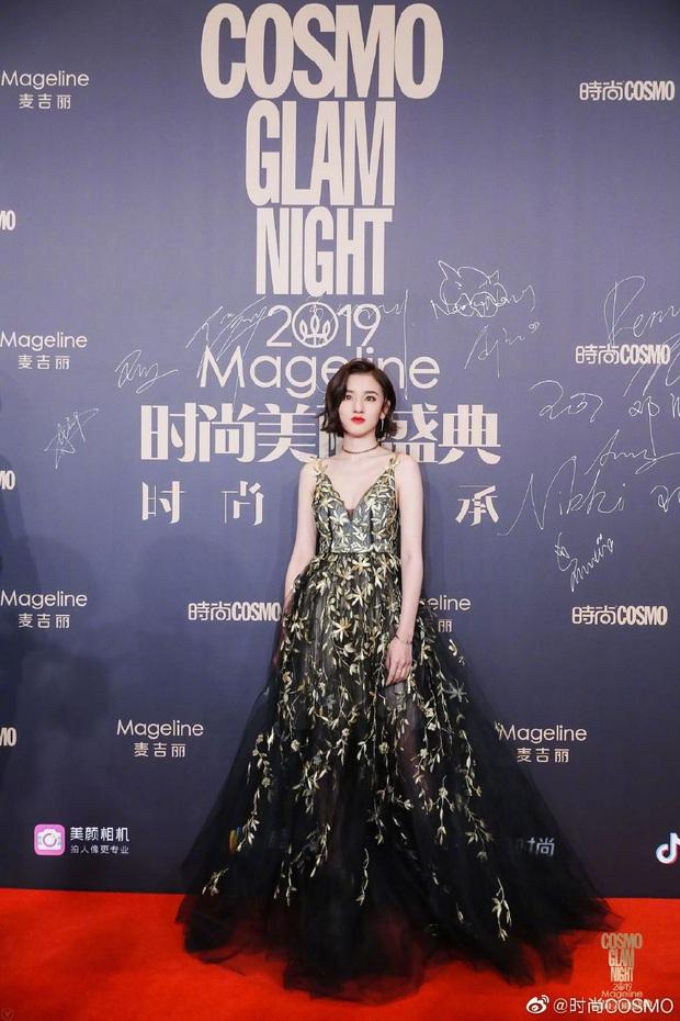Thảm đỏ khủng quy tụ 100 sao Hoa-Hàn: Nhiệt Ba - HyunA sexy nổ mắt, Yoona đẹp tựa công chúa, Thẩm Nguyệt thất vọng - Ảnh 20.