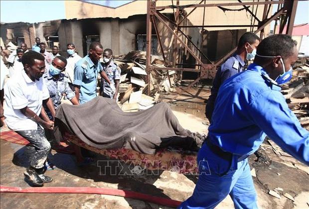 Nổ nhà máy ở Sudan: Thương vong tăng mạnh, nhiều người nước ngoài là nạn nhân - Ảnh 1.