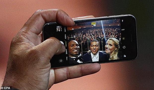 Giàu nhưng không phô diễn: 2019 rồi nhưng cựu siêu sao bóng đá Didier Drogba vẫn dùng... iPhone 6S - Ảnh 3.