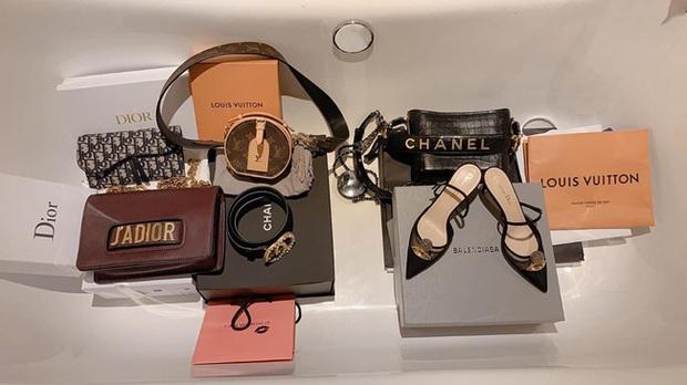 Lan Ngọc vừa đập hộp túi Chanel mới ra hơn 100 triệu, dân tình lại soi thêm cả BST đồ hiệu không hề nhỏ của Gái già lắm chiêu - Ảnh 5.