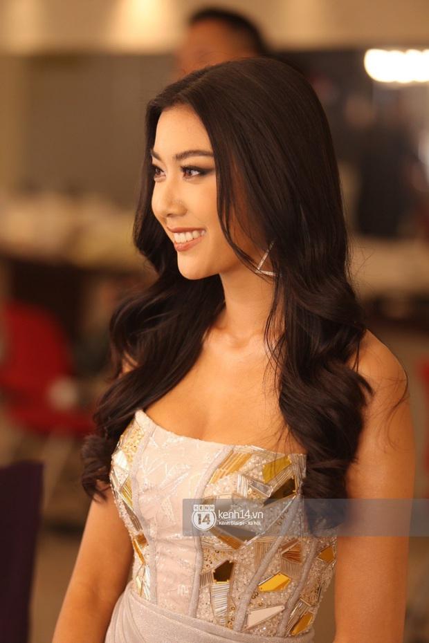 Trình diễn quá sung, Thuý Vân vô ý để lộ vòng 1 ngay trên sân khấu Bán kết Hoa hậu Hoàn vũ Việt Nam - Ảnh 5.