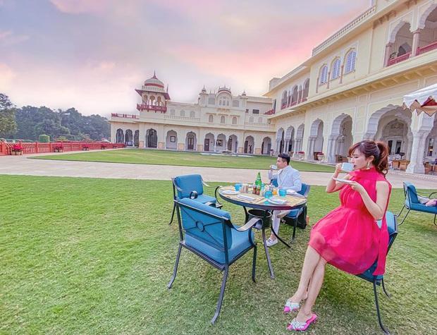 """Loạt hình du lịch Ấn Độ của vợ chồng Minh Nhựa lại bị dân tình soi ra dùng app ghép mây trời - cánh chim, chỉnh màu thì quá """"gắt"""" - Ảnh 8."""