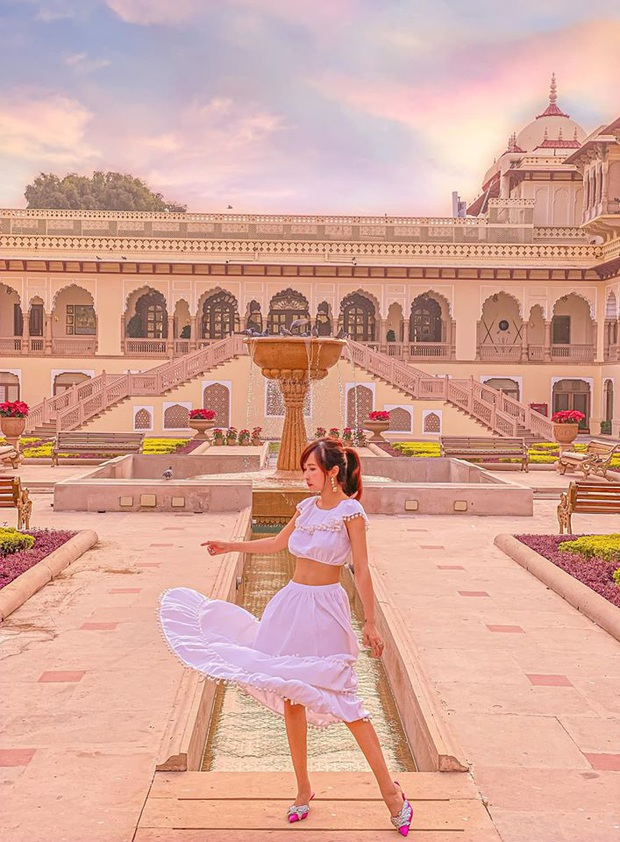 """Loạt hình du lịch Ấn Độ của vợ chồng Minh Nhựa lại bị dân tình soi ra dùng app ghép mây trời - cánh chim, chỉnh màu thì quá """"gắt"""" - Ảnh 10."""