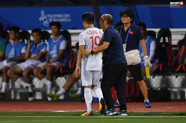 Tìm ra info cầu thủ Singapore va chạm khiến Quang Hải đau đớn rời sân sớm: Chiều cao khủng hơn cả Văn Hậu, có bố là HLV trưởng của đội - Ảnh 4.