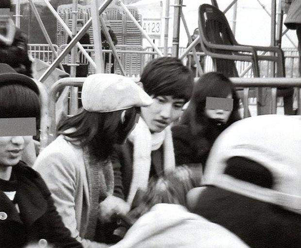 Changmin và loạt lùm xùm tình ái dở khóc dở cười nhất lịch sử Kpop: Muỗng, ống khói thành bằng chứng nhờ thánh soi - Ảnh 2.