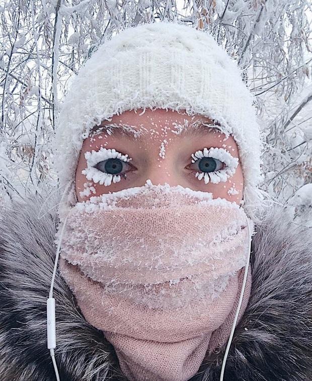 Công thức cho món mì bay dễ như ăn kẹo tại Siberia: Mang bát mì ra ngoài trời lạnh -50 độ C, 2 phút sau đã có ngay siêu phẩm khiến cả thế giới phải trầm trồ - Ảnh 4.