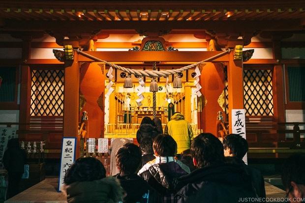 Lì xì năm mới tại Nhật Bản: Trẻ con ai cũng mong, người lớn thì... méo hết cả mặt - Ảnh 1.