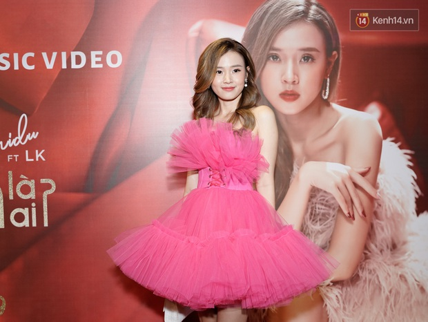 Xem xong MV debut làm ca sĩ của Midu, Quốc Trường cấp thiết book show mời hát liền tay còn Sam thì... không dám đi hát nữa! - Ảnh 1.