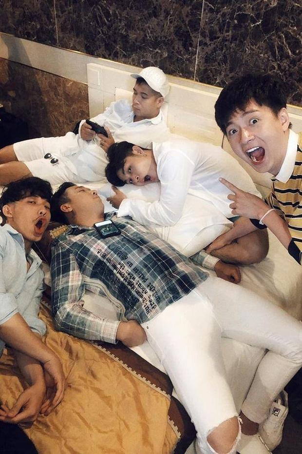 Trấn Thành có không ít lần lộ vẻ mệt mỏi, ngái ngủ khi đang quay show truyền hình - Ảnh 6.