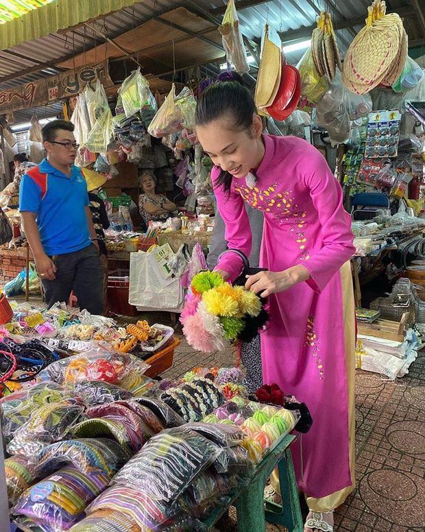 Tình cũ GD Kiko Mizuhara khoe ảnh yêu kiều mặc áo dài Việt Nam, thích thú với chú chó đội mũ bảo hiểm siêu cute - Ảnh 2.