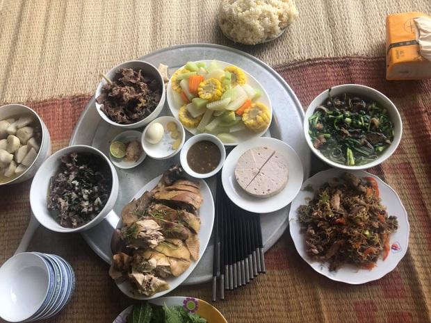 Nhiều mâm cỗ quê vắng bóng những món ăn quốc dân vì thịt lợn tăng giá chóng mặt - Ảnh 2.