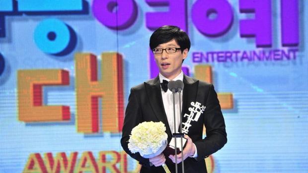 Thập kỉ vàng của MC Quốc dân Yoo Jae Suk: Tường thành giải trí khó có thể xô đổ - Ảnh 8.