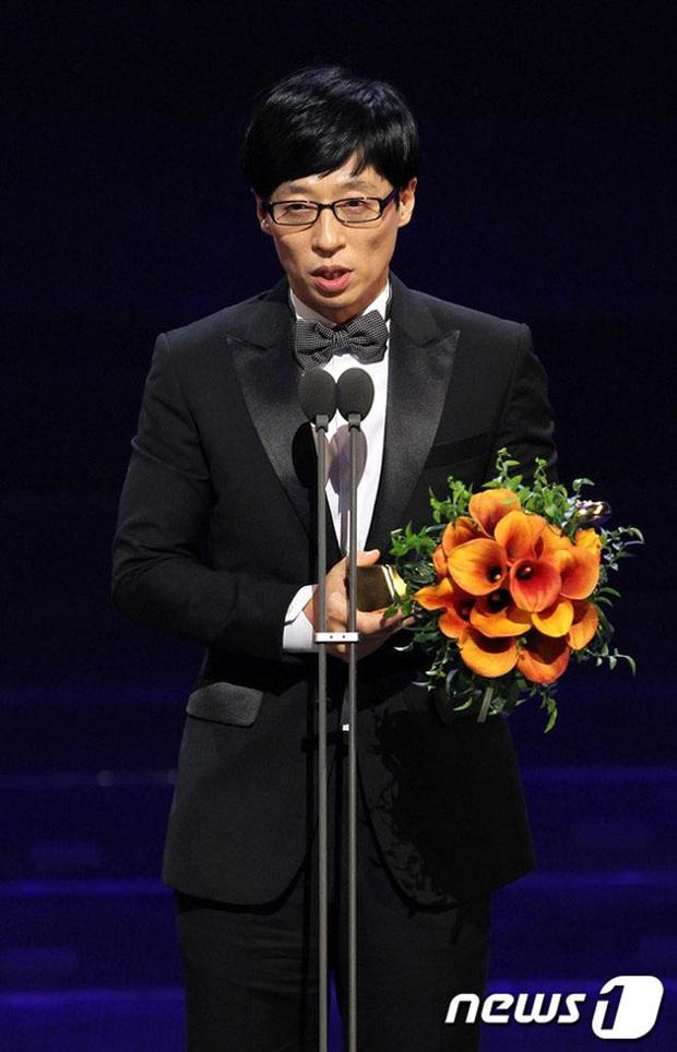Thập kỉ vàng của MC Quốc dân Yoo Jae Suk: Tường thành giải trí khó có thể xô đổ - Ảnh 9.