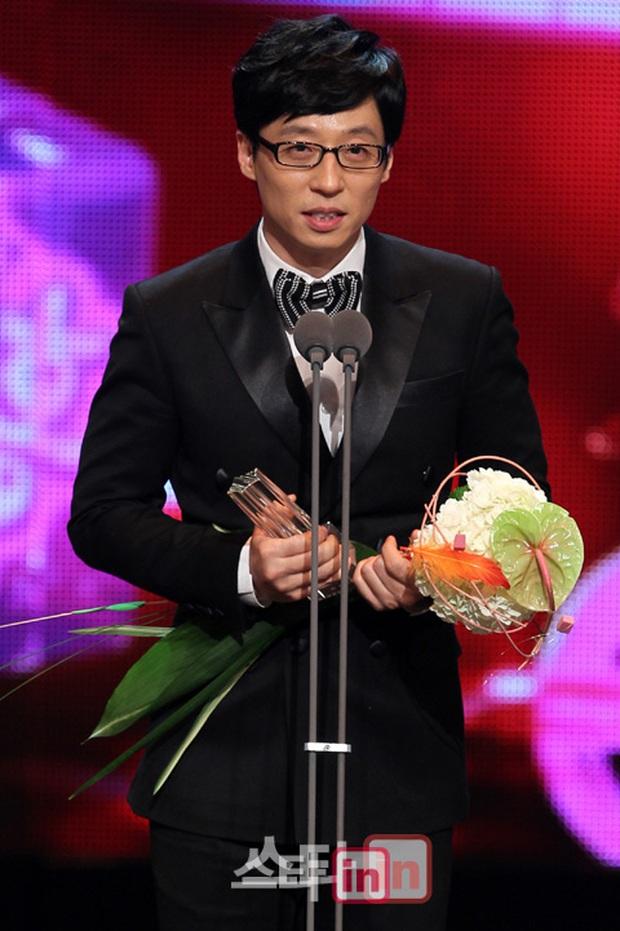 Thập kỉ vàng của MC Quốc dân Yoo Jae Suk: Tường thành giải trí khó có thể xô đổ - Ảnh 7.