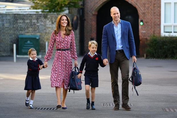 Nhìn lại những khoảnh khắc vui vẻ đáng nhớ của Hoàng gia Anh trong một năm 2019 đầy sóng gió với nhiều lùm xùm, bê bối - Ảnh 11.