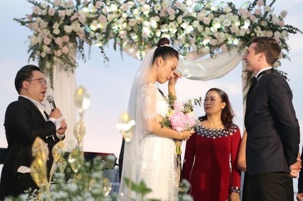 Top 5 đám cưới khủng nhất Vbiz năm 2019: Đông Nhi - Ông Cao Thắng lầy và đắt đỏ nhất, Cường Đô La bê cả dàn siêu xe loá mắt - Ảnh 19.
