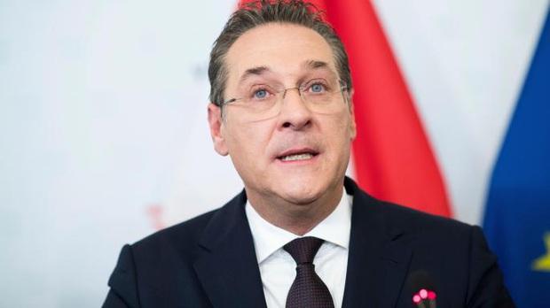 Nghiện game Clash of Clans, cựu Phó thủ tướng Áo dính nghi án đốt 3.000 Euro mỗi tháng tiền công quỹ - Ảnh 2.