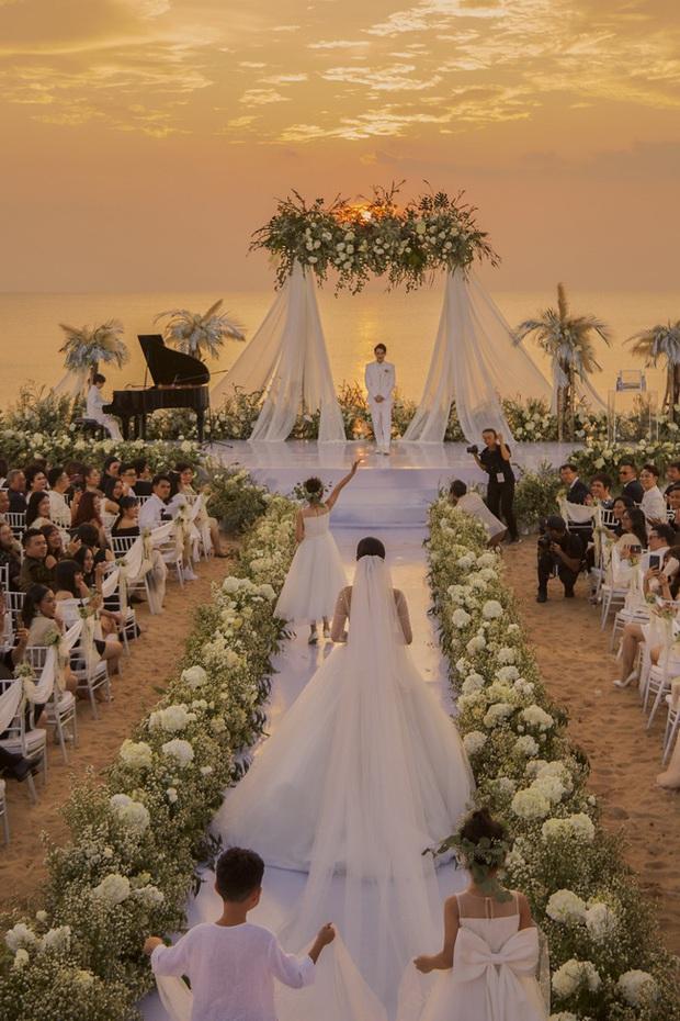 Top 5 đám cưới khủng nhất Vbiz năm 2019: Đông Nhi - Ông Cao Thắng lầy và đắt đỏ nhất, Cường Đô La bê cả dàn siêu xe loá mắt - Ảnh 1.