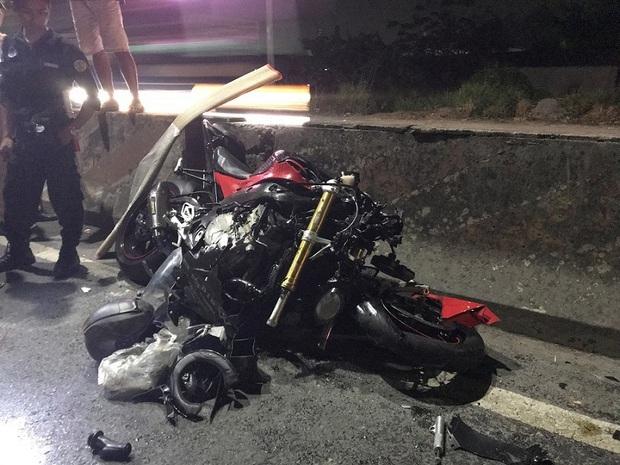 Lao vào đầu xe container, người đàn ông đi mô tô phân khối lớn chết thảm - Ảnh 1.
