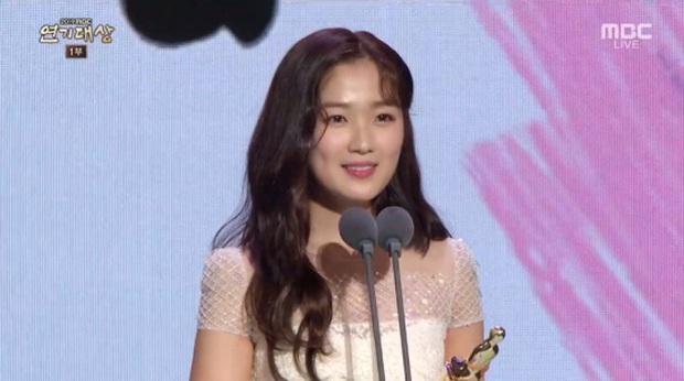 Giải MBC Drama Awards 2019: Extraordinary You thắng lớn, chị đẹp Han Ji Min ngậm ngùi hụt cúp vàng Daesang - Ảnh 8.
