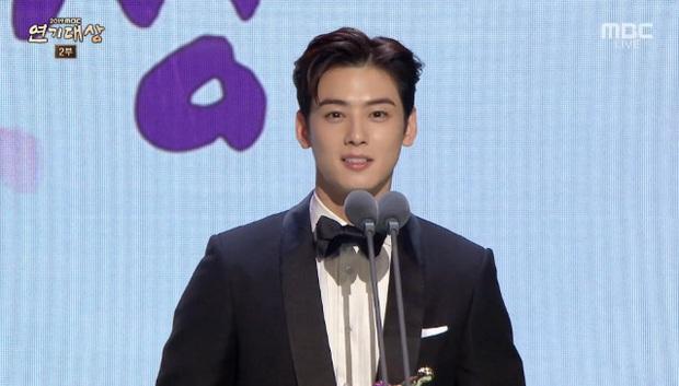 Giải MBC Drama Awards 2019: Extraordinary You thắng lớn, chị đẹp Han Ji Min ngậm ngùi hụt cúp vàng Daesang - Ảnh 10.